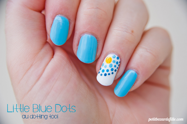 nails31-littlebluedots02