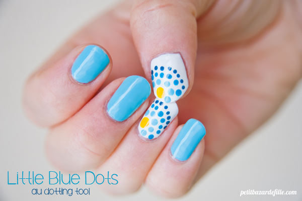 nails31-littlebluedots05