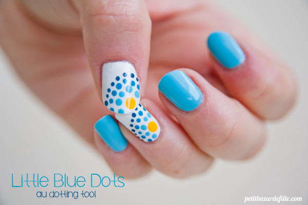 nails31-littlebluedots01