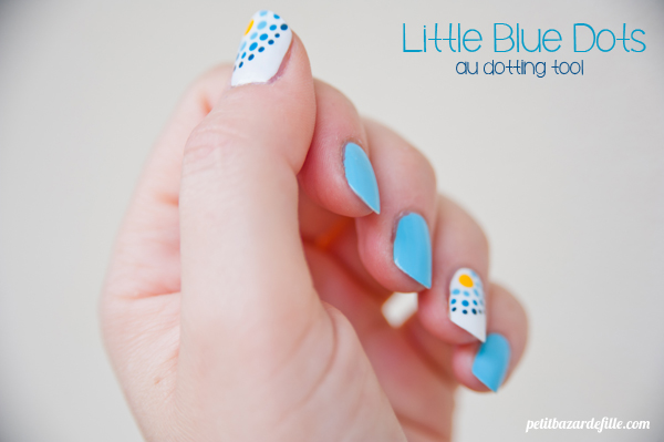 nails31-littlebluedots03